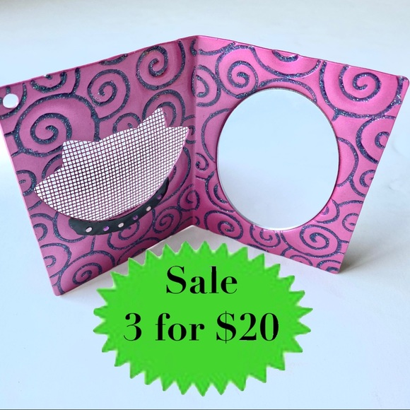 UO cat earring holder stand mirror earrings mesh